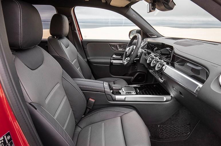 メルセデスGLBはシカクいデザインが新鮮な3列シートのSUV。GLCに届きそうな価格が悩ましい