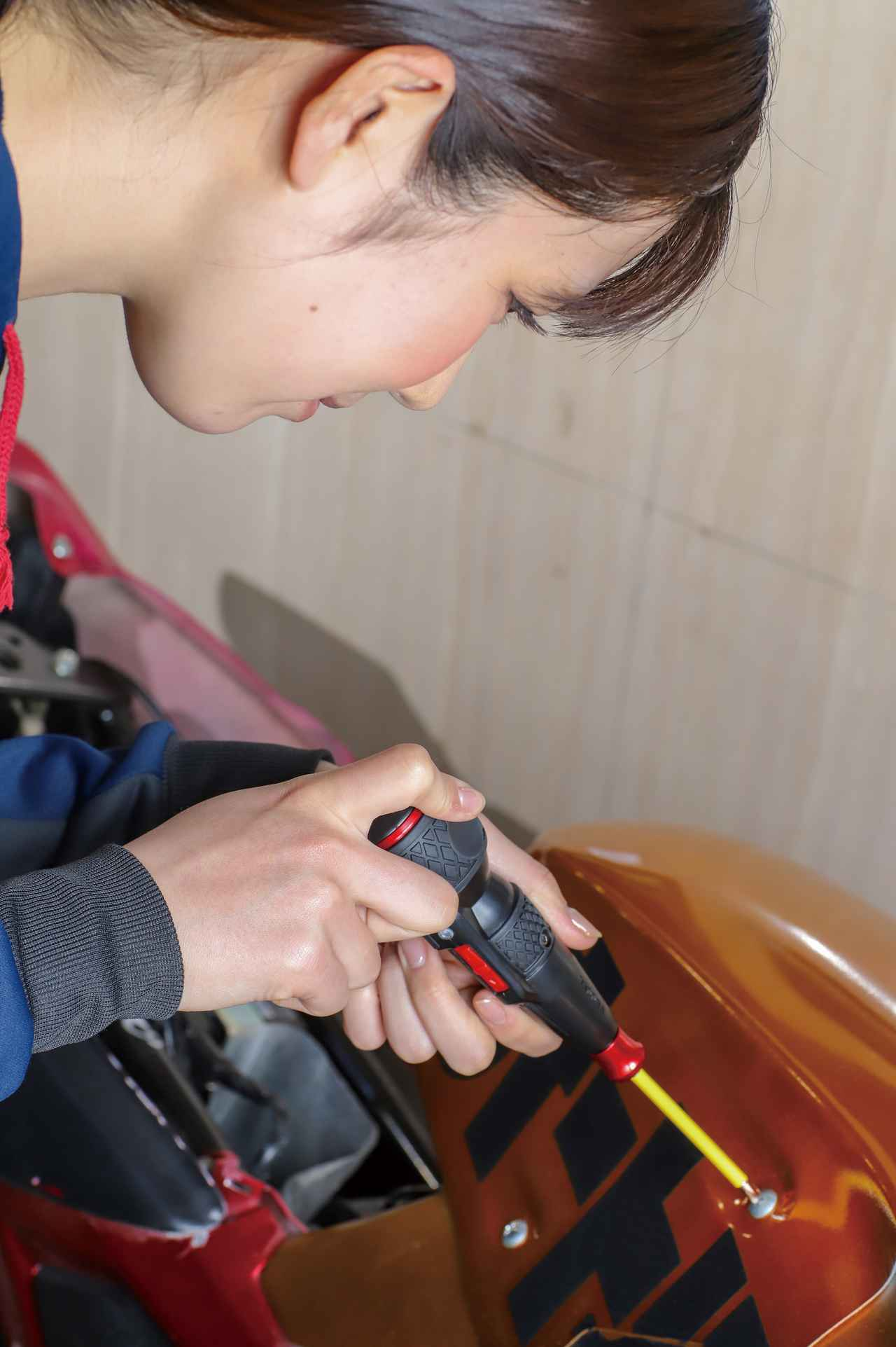 一本で電動の早締め、手動の本締めができる優れもの。ベッセル「電ドラボール」で作業時間を大幅短縮!