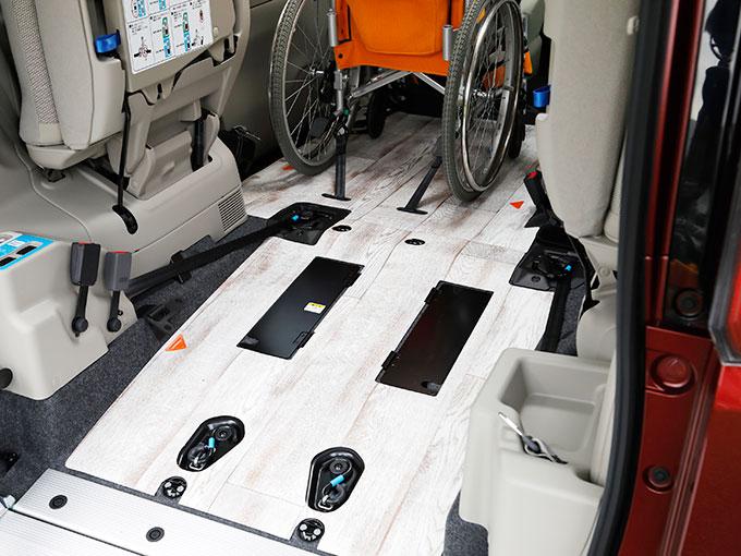 【福祉車両】日産 セレナ チェアキャブ スロープタイプ|車いす仕様車で唯一のハイブリッドモデル。明るい広々室内が魅力