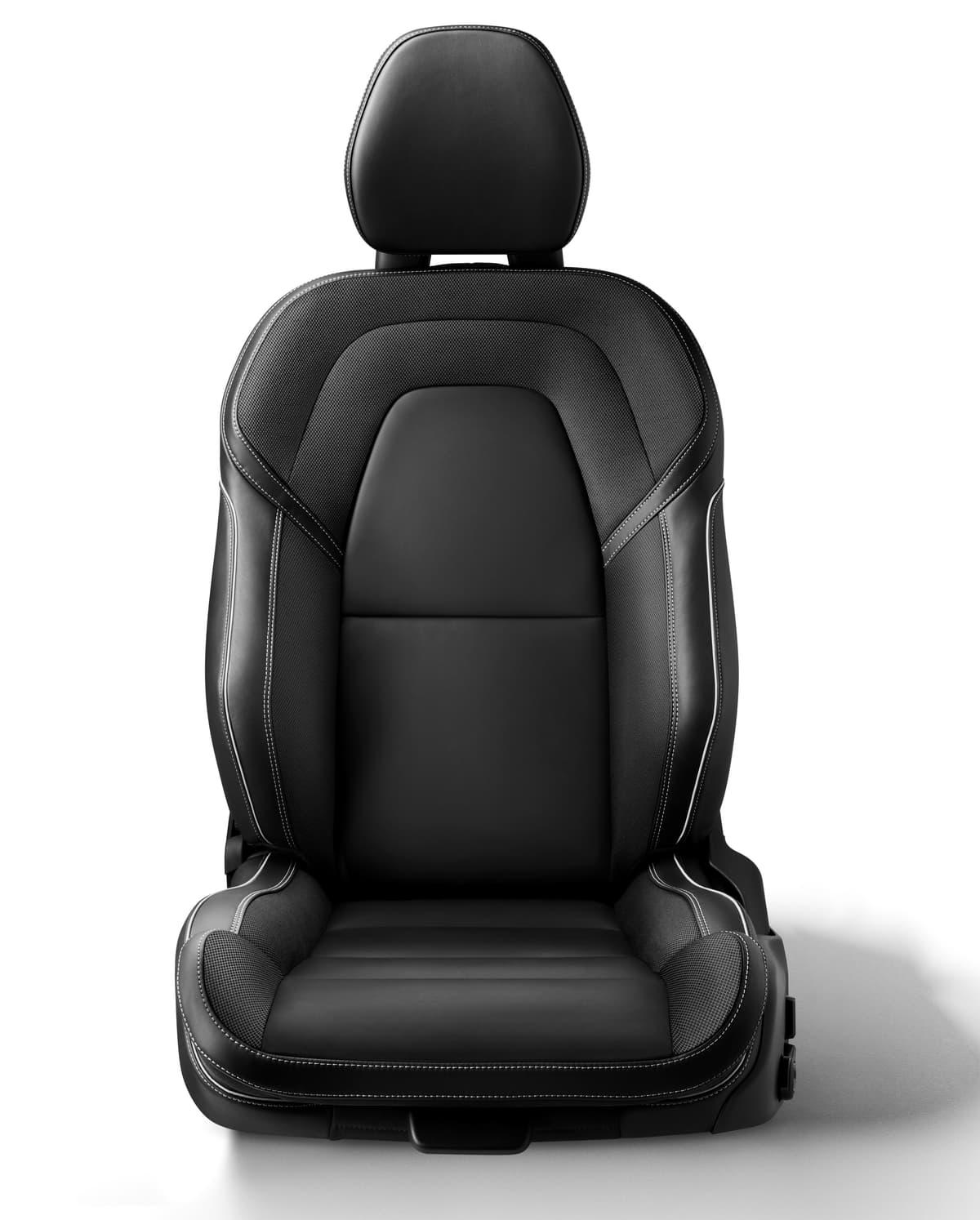 ボディサイズ縮小で日本の道も走りやすい! ボルボの新型セダン「S60」登場