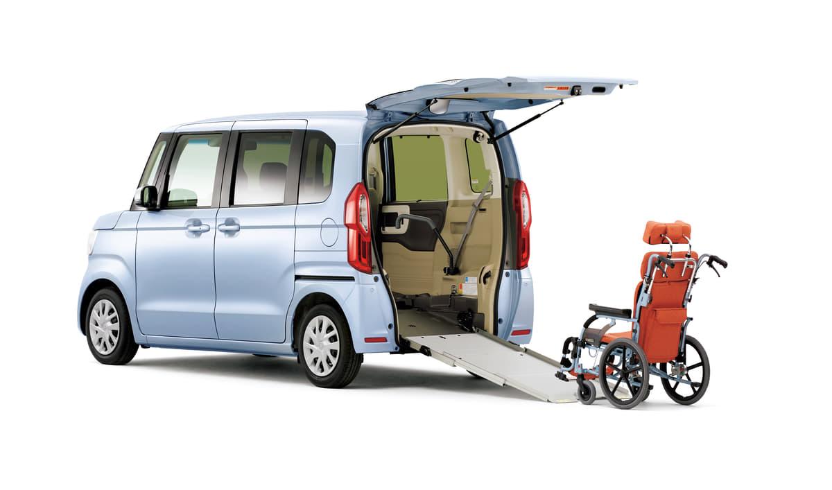 高齢者のラクな乗降に福祉車両という選択! 運転もしやすいエントリーモデル5選