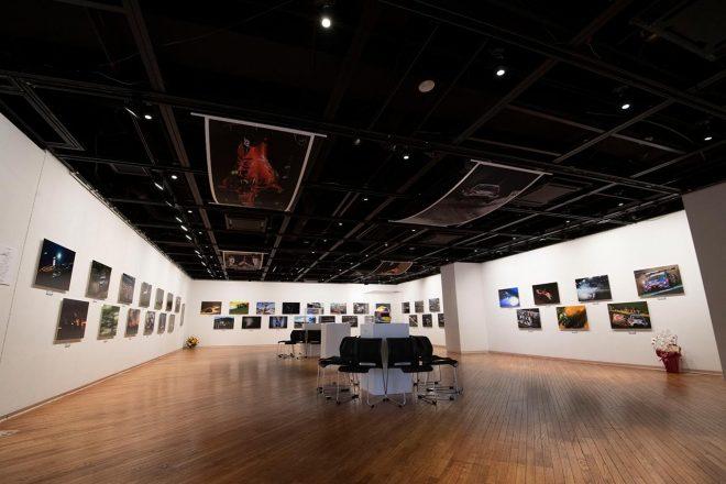 日本レース写真家協会報道写真展『COMPETITION』が開幕。受賞者たちも出席