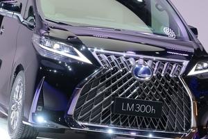 レクサス初の新型ミニバン「LM300h」発売決定! 価格や装備が判明! 日本への導入予定はあるのか