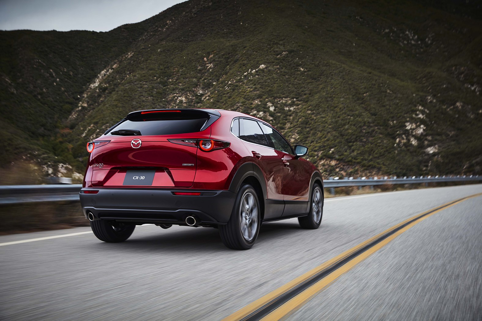 マツダ、「CX-30」のスカイアクティブ-X搭載車を発売。価格はガソリン車より約68万円高