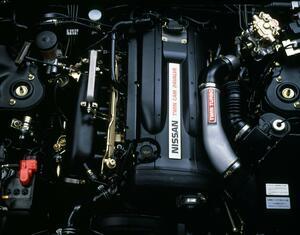 クルマのエンジンで同じ排気量と気筒数なら「V型」と「直列」で違いはある?