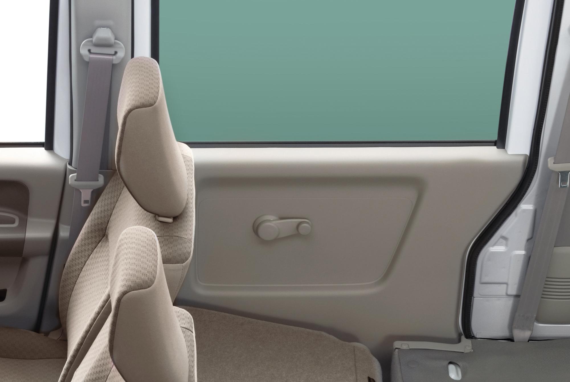 昔の車では頻繁だった「窓落ち」の原因と対処法