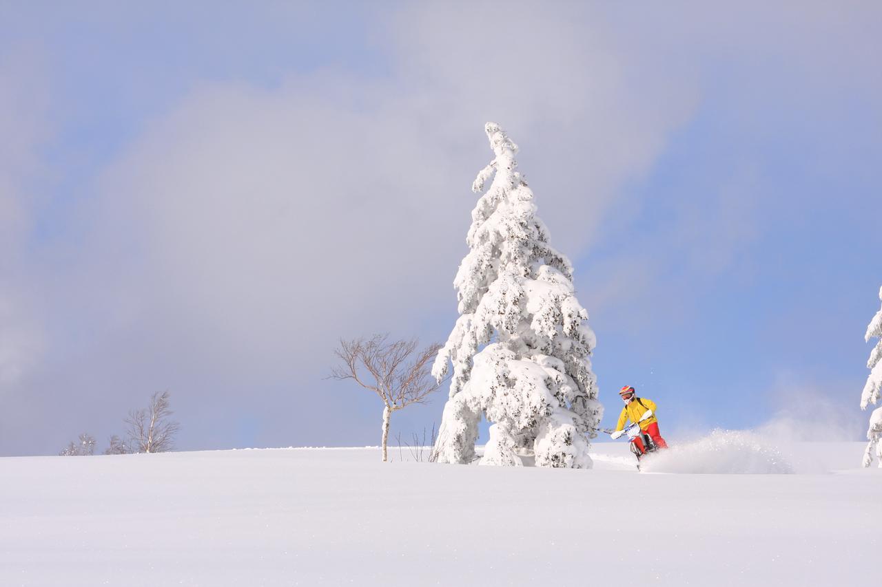 スノーモービルとは違う「スノーバイク」で、新感覚のツーリングへ