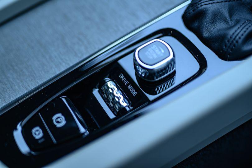 飛ばせるクロスオーバーはワゴンとSUVのいいとこ取り!──新型ボルボ V60クロスカントリー試乗記