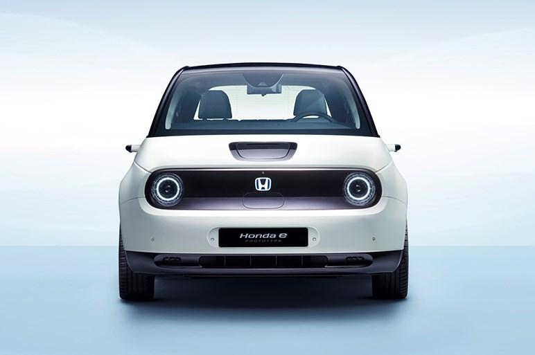 ホンダeは欧州で電動化路線を加速する意思表示的なシンボルか。モチーフは70年代の初代シビック