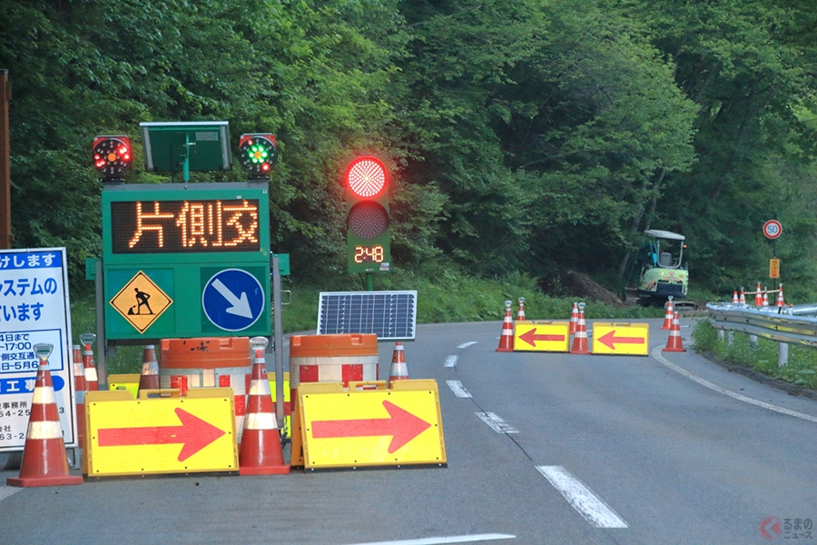 無視したら交通違反? 通常の信号機と工事用信号の違いとは