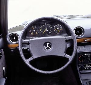 1970~1990年代で見るメルセデス・ベンツの疑問「なぜシートは硬くてハンドルが大きい?」