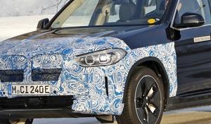 【スクープ】「BMW iX3」の最終デザインが見えた!? プロトタイプにも「エアロホイール」を装着