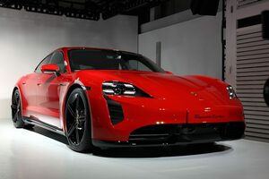 ポルシェ、入魂のフルEVスポーツカー「タイカン」をついに日本公開。予約サイトも開設!