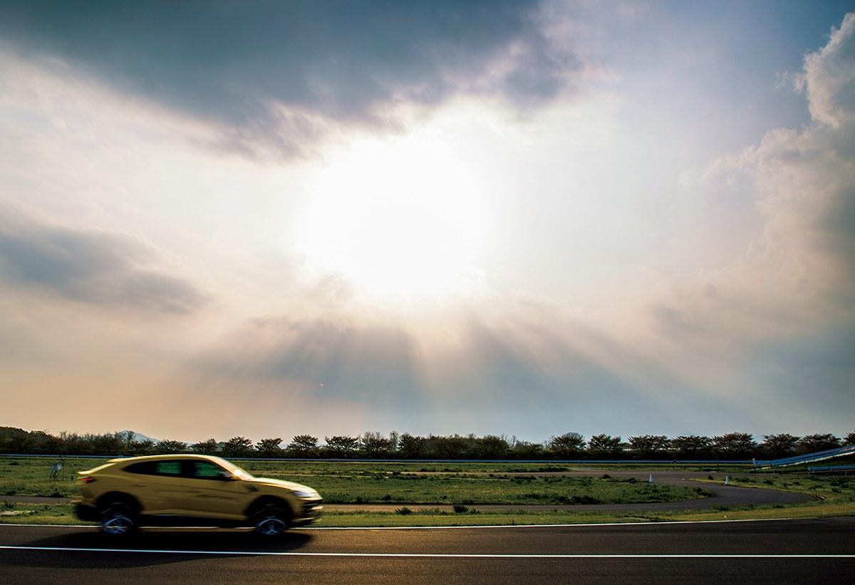 美しさでクルマを選ぶ── 「映え」るSUVたち【Lamborghini Urus編】