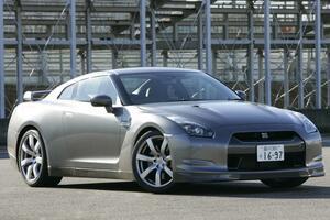 新車じゃ買えない1000万円オーバーの超高額車が500万円以下! 魅惑の中古車3選