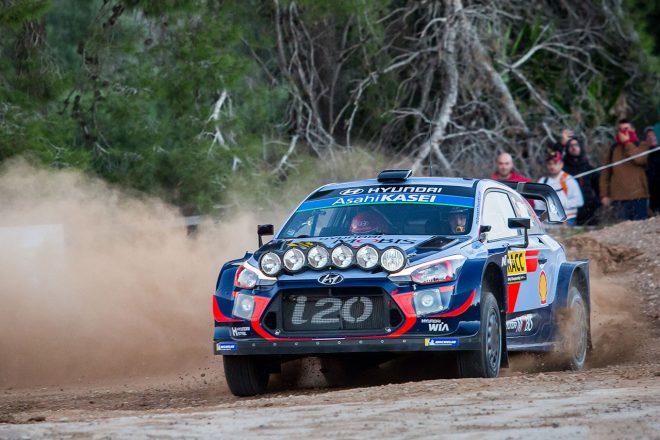 WRC:第12戦スペインのシェイクダウンでヌービルのマシンが横転。オジエ最速、トヨタ2番手