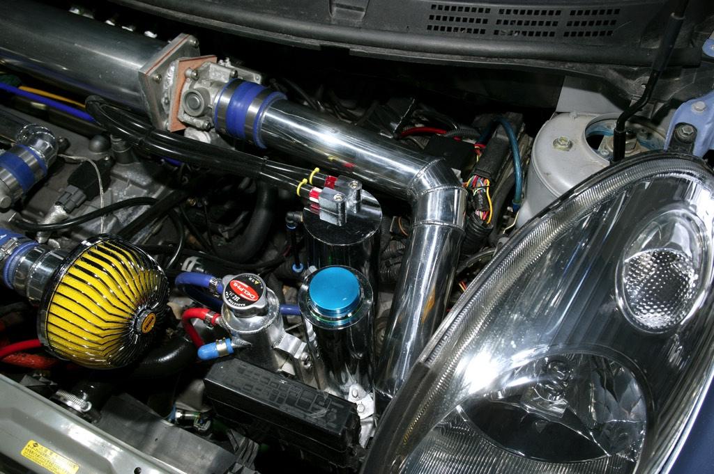 「これぞK12型マーチスーパーターボ!」1.4LエンジンにスーパーチャージャーとTD04ターボをダブル装着!