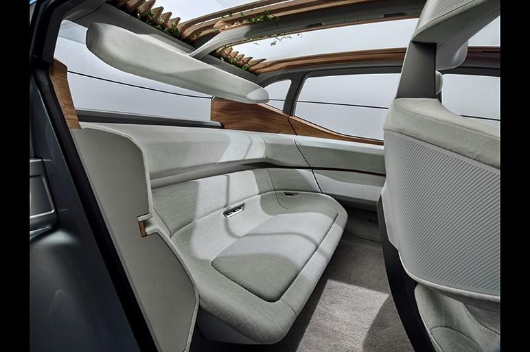 アウディ エイミーの自動運転車ならではの装備に納得。次のコンセプトカーはオフローダー?