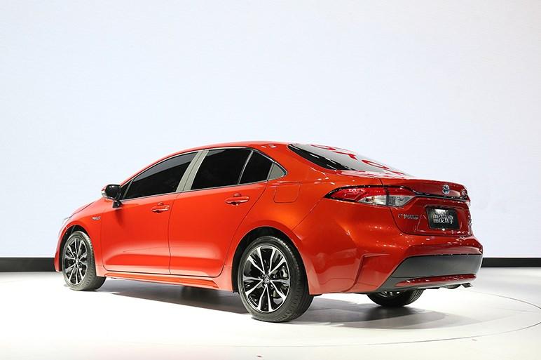 トヨタ、EV版C-HRなど来年市販予定の新型EVを世界初披露
