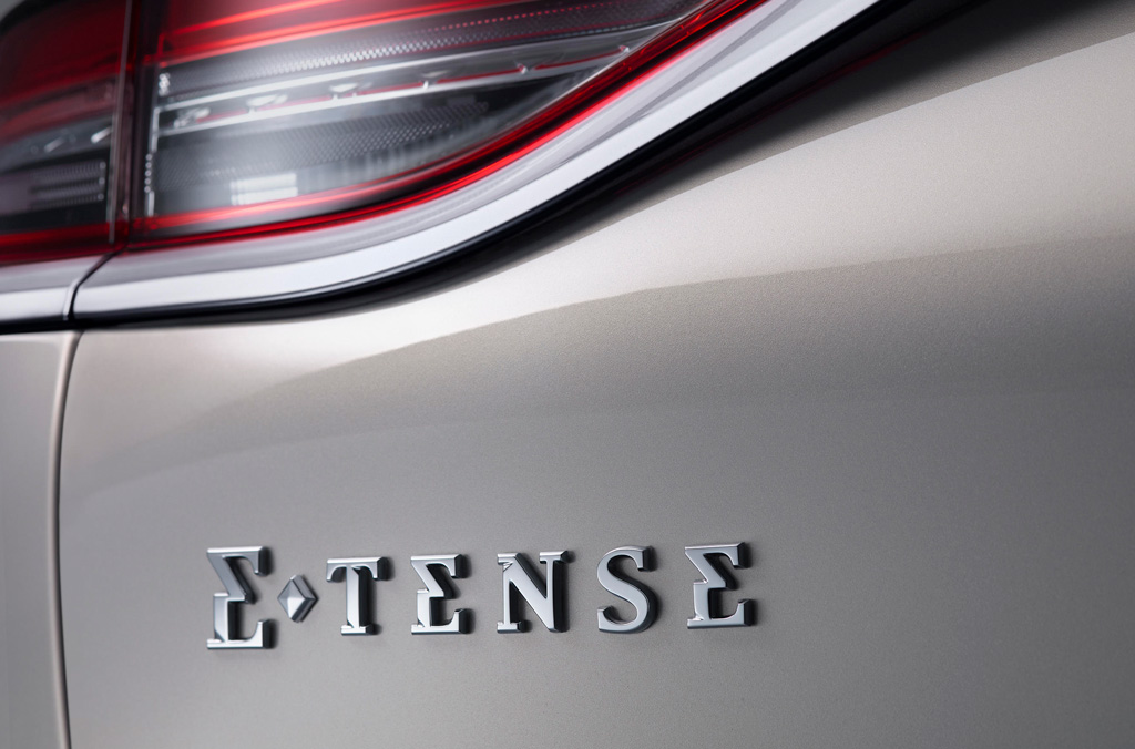 フランスの贅沢なピュアEV、「DS3クロスバックE-TENSE」が日本でも発売開始!
