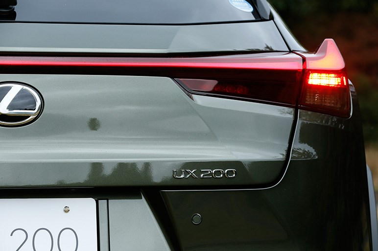 レクサスUXはハッチバックのようなSUV。ブランドを引っ張る強い個性と味がある