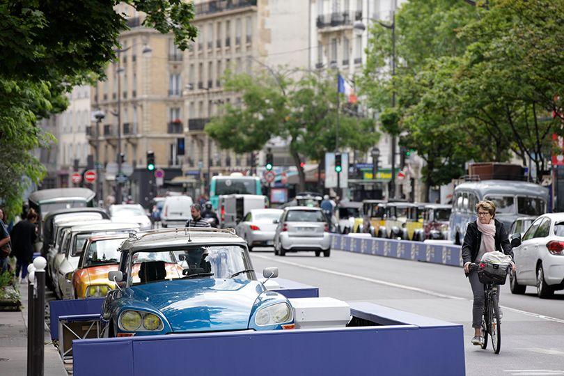 100周年の節目に100台のシトロエンが地元パリのストリートを埋め尽くした!