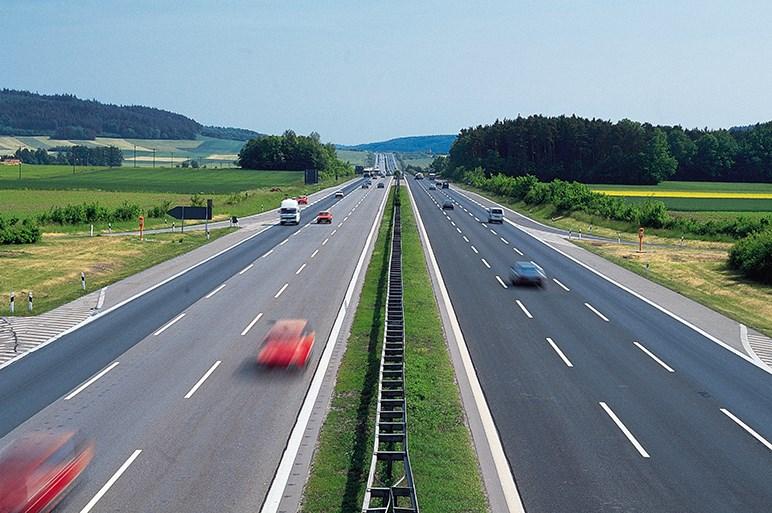 高速道路120km/h化は日本人の運転常識の根本的な転換を突きつけている