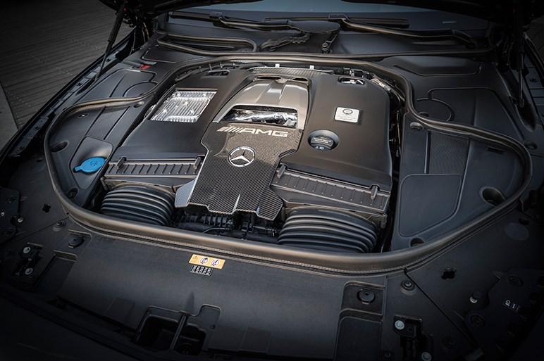 メルセデスAMG Sクーペ&カブリオレがビッグチェンジ、フェイスリフトと新エンジンを搭載