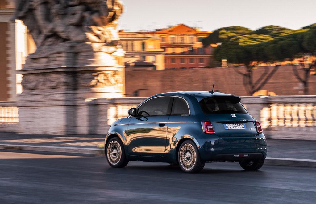 EV化した新型「フィアット500」の限定モデル、「ラ・プリマ」にハッチバック仕様が登場