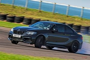 BMW M2コンペティションに試乗 M3のエンジン/新しい脚 新モデル級の変化