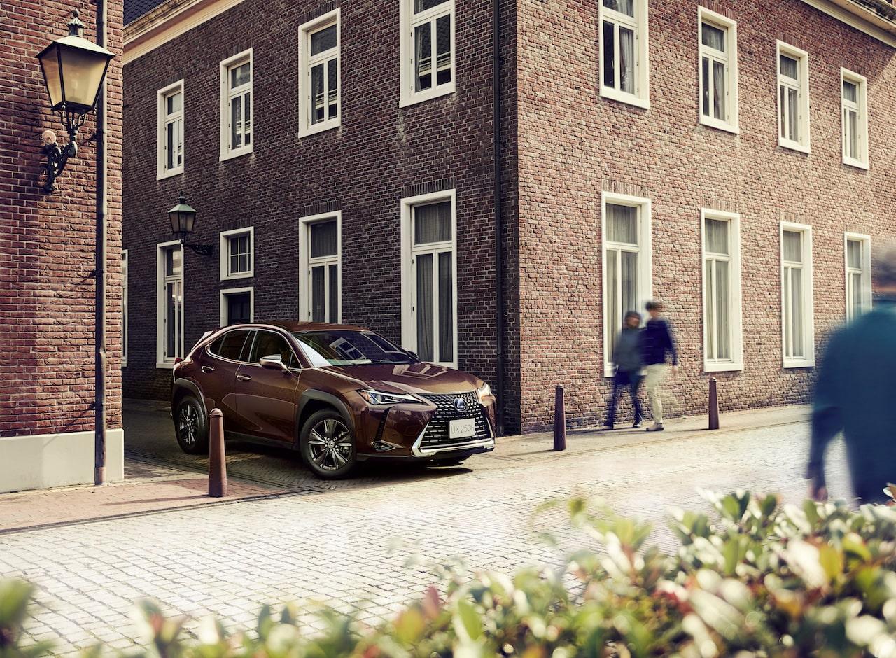 レクサスの特別仕様車「UX250h Brown Edition」登場。ブラウン基調の都会派コンパクトSUV