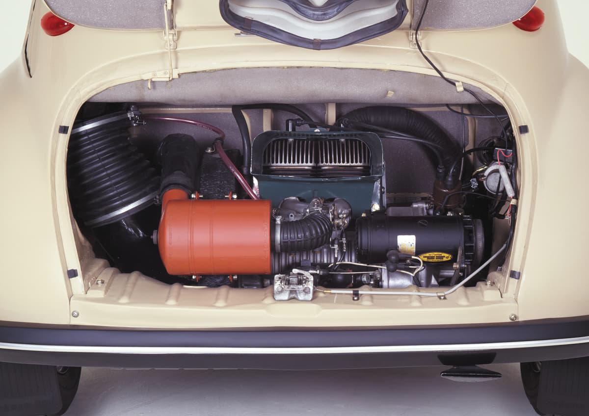 リアに2ストロークエンジンを搭載!ニッポンの軽自動車が求めた性能とは