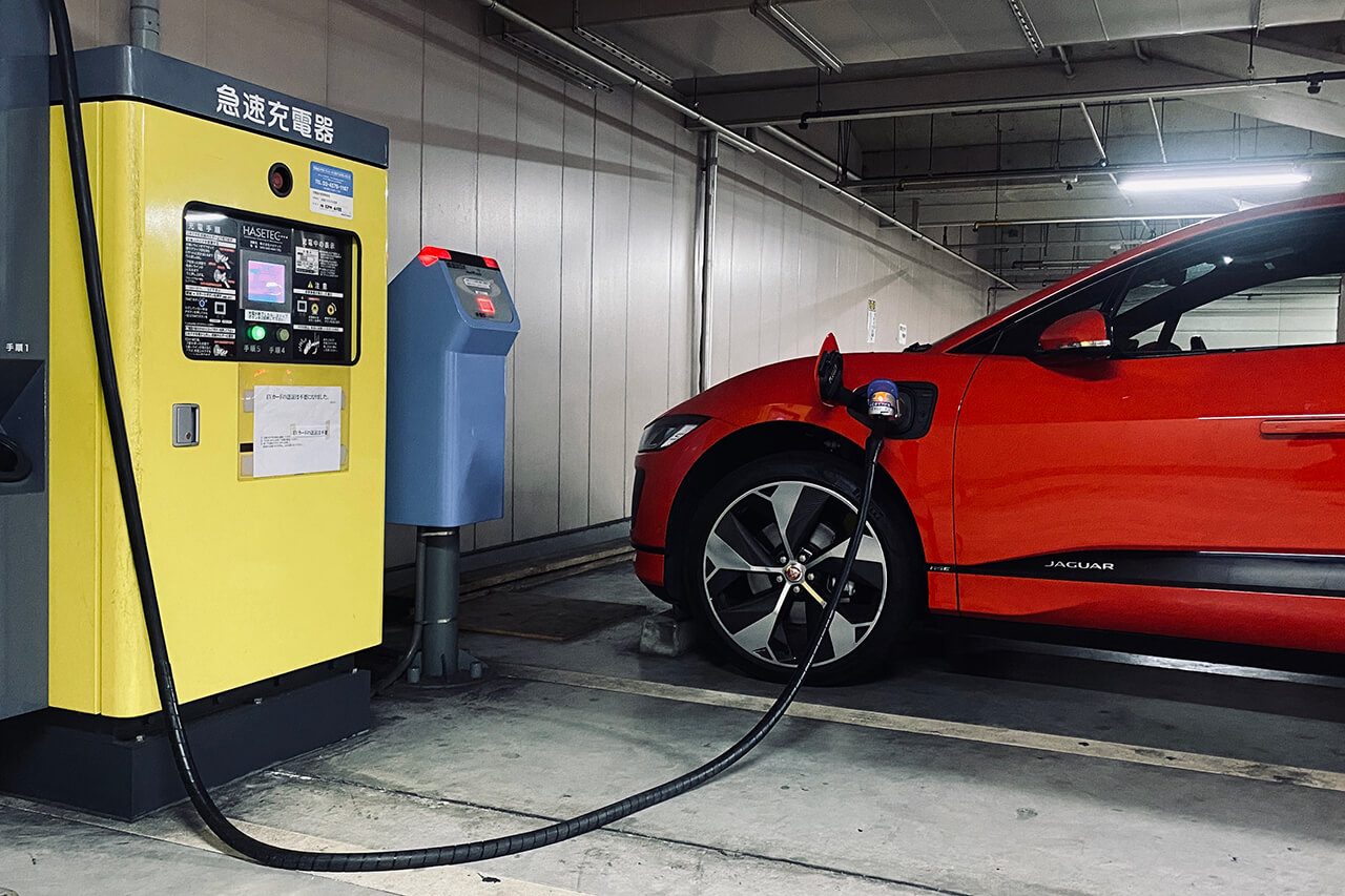 ジャガーI-PACEで充電旅、大阪→伊豆440km 高速道路の楽しみ方 EV「I-PACE」で行く「早春、大人の充電旅。第9回」