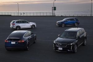 【比較試乗】「メルセデス・ベンツ GLE vs キャデラックXT6 vs BMW X5 vs テスラ・モデルX」3列シートSUVの実用性を