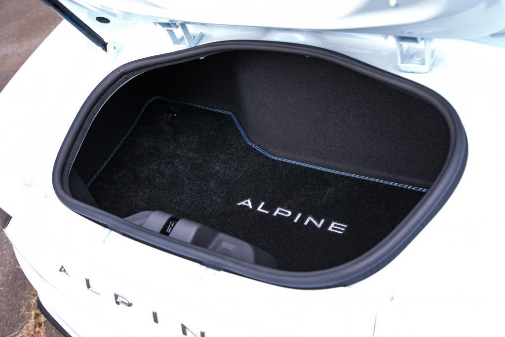 【アルピーヌA110サーキットテスト】安易な試乗に要注意!? エリーゼを超えた超絶ハンドリング!