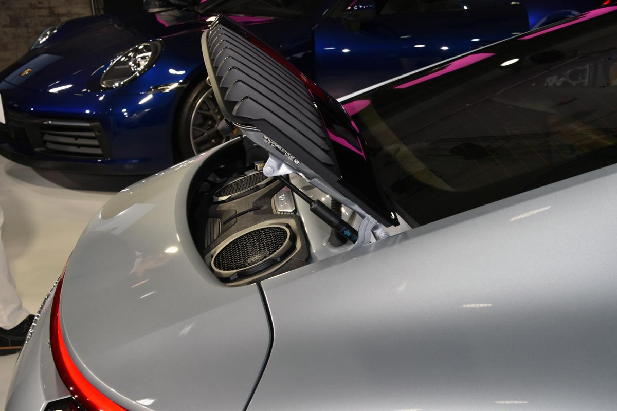 スポーツカーの王者「ポルシェ911」が新型となって登場! 30馬力アップし走りを向上