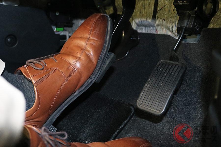 「左足ブレーキ」なぜ普及しない? ペダル踏み間違いを防止する最善策とは