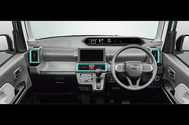 新型タントの運転席超ロングスライド設計でドライバーが助手席側から乗り降りする時代が来る?