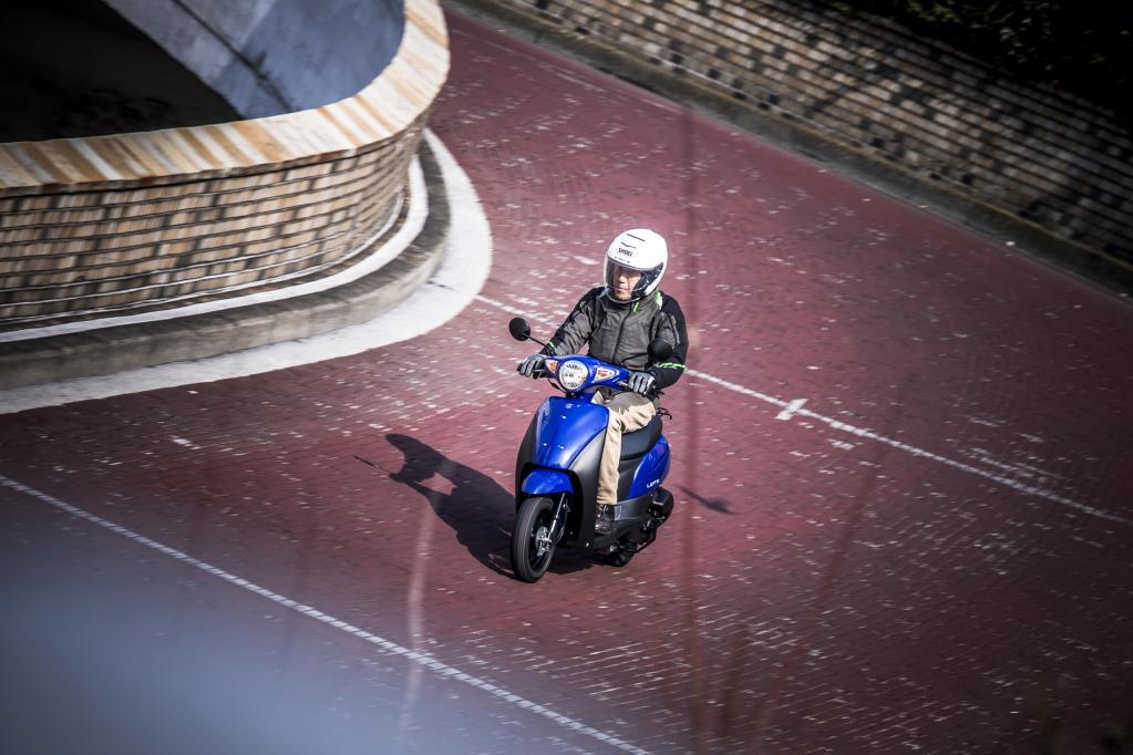 「これなら誰でも乗れる」スズキ・レッツは、親しみやすさが自慢の超実用お買い物スクーターだ!