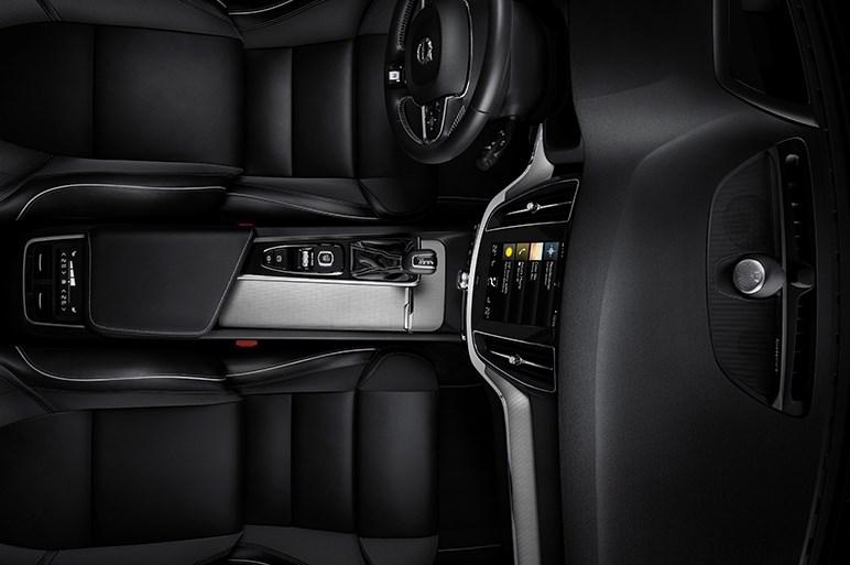 ボルボ、新型S60を公開 同ブランド初のアメリカ生産。ディーゼルは見送り
