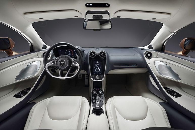 SUVも4ドアも作らない…英マクラーレンはなぜランボやフェラーリとは違う道を行くのか?