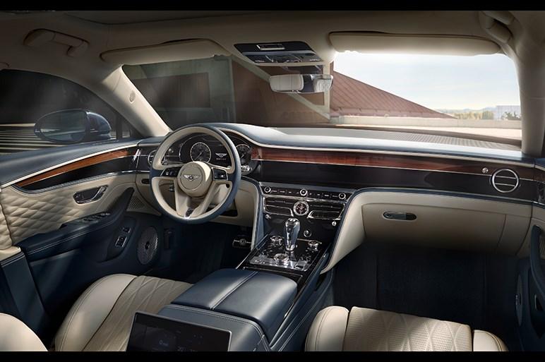 ベントレー、新型「フライングスパー」を発表。豪華内装には自動車向けとして初採用の素材も