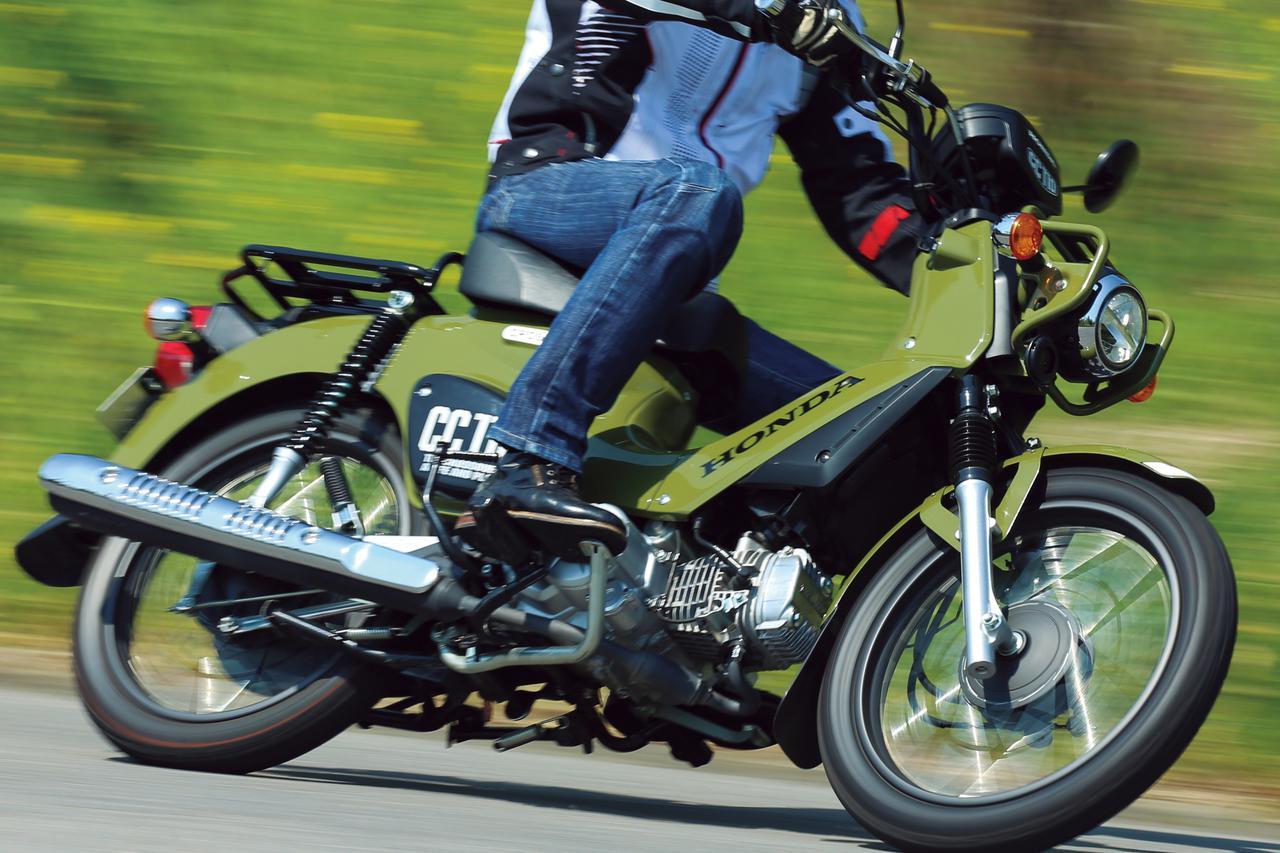 ホンダ「クロスカブ110」が選ばれるワケ。小型AT免許でも楽しめるワイルドな原付二種【試乗インプレ&車両解説】