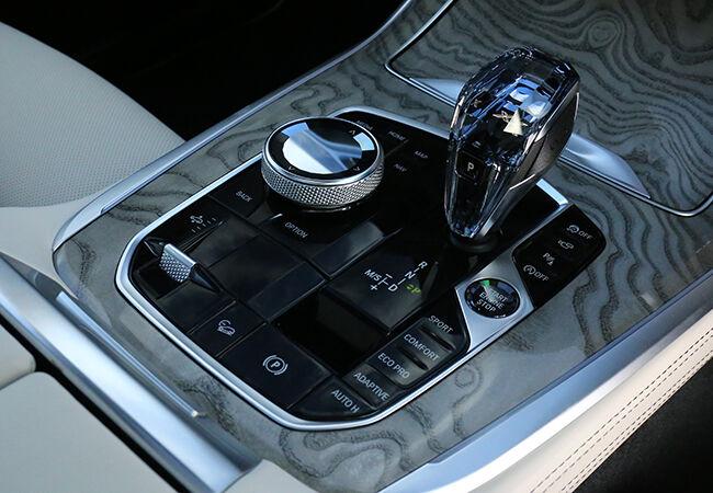 「最新モデル試乗」真のラグジュアリーは個性から生まれる! すべてに「最高」を意識したBMW・X7のスーパーな存在感