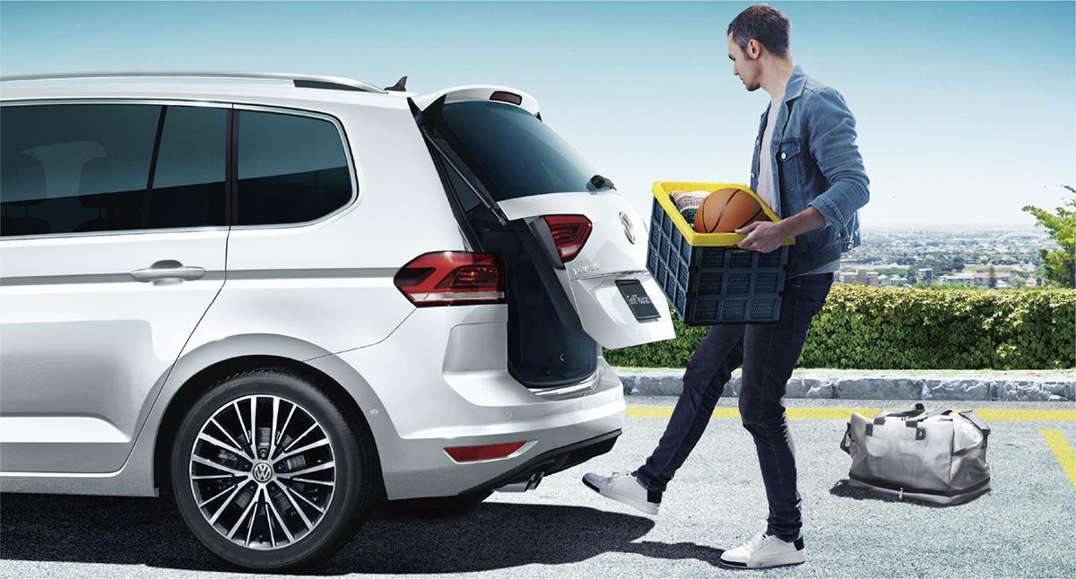 上質な本革シートを採用したフォルクスワーゲン・ゴルフ トゥーランの限定車「プレミアム」が販売中