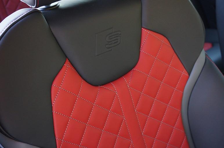 """アウディの""""S""""付きコンパクトSUV、SQ2は乗れば満足できるけど、財布にはかなりの余裕が必要"""