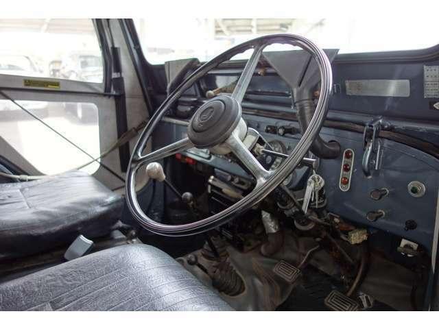 昭和の名車三菱ジープJ58希少ガソリン4G52Eg!社外アルミ・ロールバー・フォグランプ・リフトアップ・ウインチ装備!別途料金必要ですがNOX・PM排ガス規制適合可能です。お薦めのジープです。