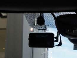 フロント/ドライブレコーダーを装備しております。