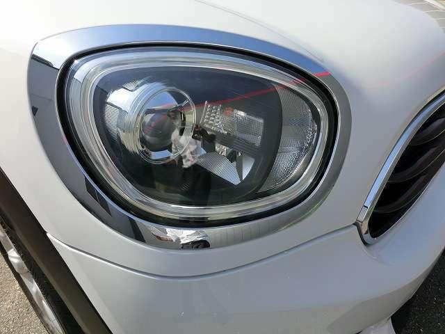 アダプティブLEDライトはコーナリング時に進行方向へ更に追加でLEDライトが点灯するため更に明るく安心です。