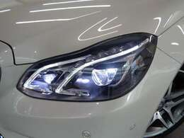 走行環境やステアリングに連動して配光モードを自動で切り替えるLEDインテリジェントライトシステム!